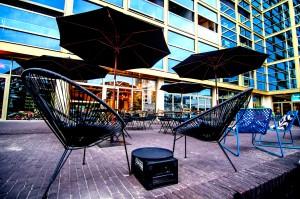 terrace-coffee-lunch-hotspot-Eindhoven-zwart-wit-koffie