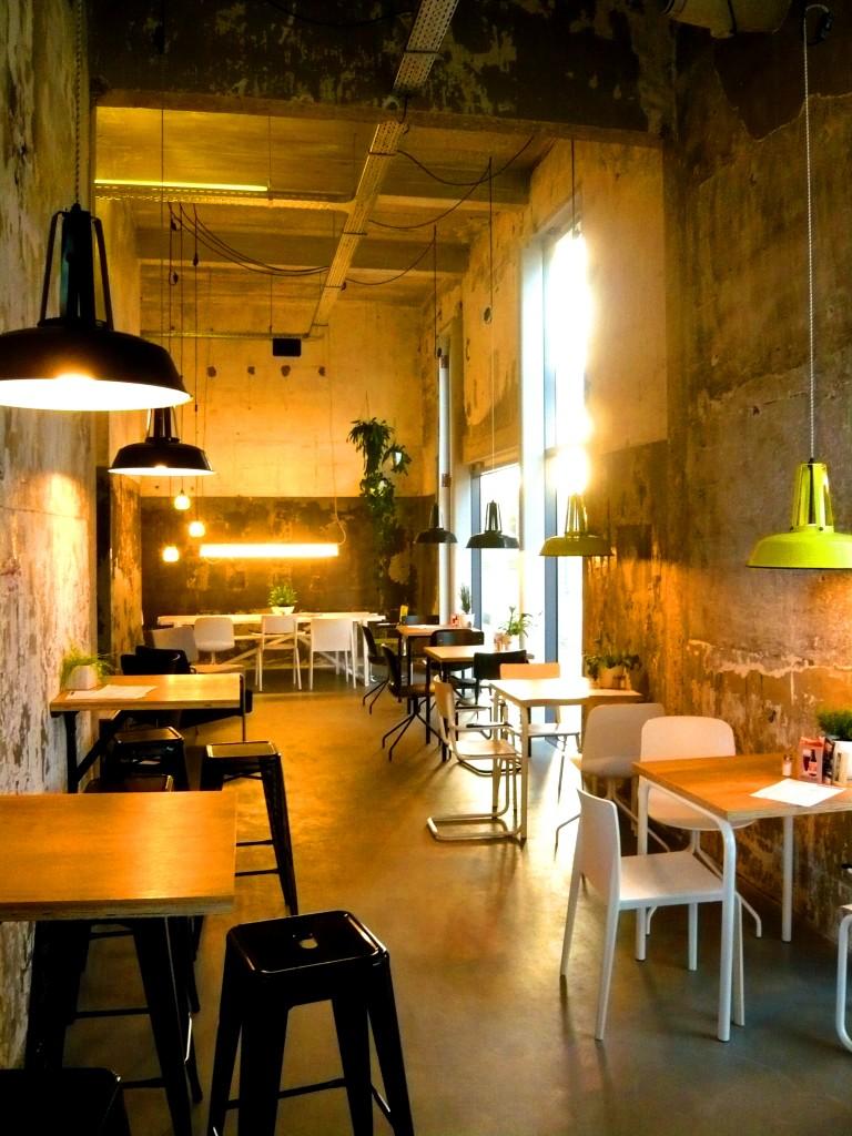 restaurant-best-coffee-onder-de-leidingstraat-strijp-S-Eindhoven-dinner-deli-hotspot-drinks-coffee-koffie-flat white